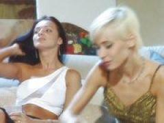 Sexy Blondine beim Gruppen Dreier Anal gefickt